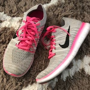 Woman's sneakers size 6.